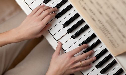 Top Four Best Mobile Apps for Learning to Play the Piano